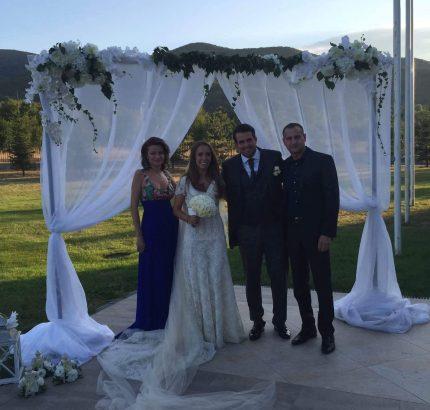 Щерката на Христо Стоичков с младоженеца и кръстниците