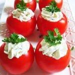 салата от пълнени домати
