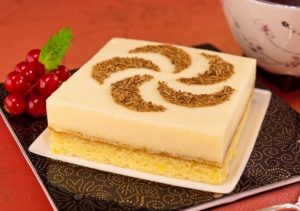 Так получается вкуснейший торт с бисквитным хлебом и апельсиновым суфле (легко и просто неотразимо) -