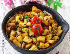 Пръстите ще си изядете покрай тези картофи с кайма