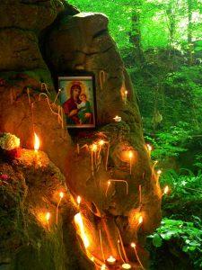 Аязмо в пещерата Света Марина гони болести