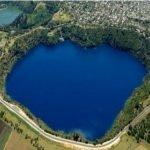 Мастиленото езеро