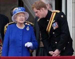 кралица Елизабет и принц Хари