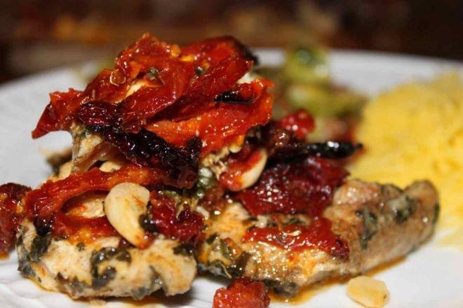 свинско бонфиле с гъби и сушени домати