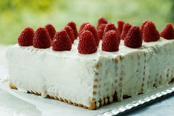 бисквитена торта с цедено мляко
