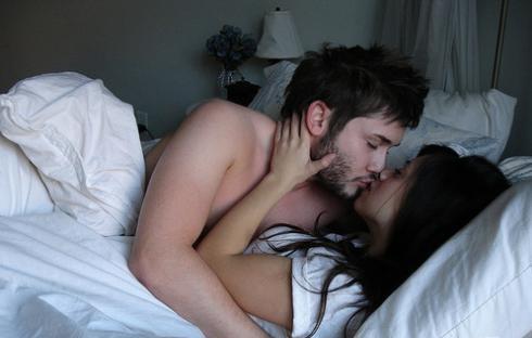 интимни ласки