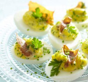 пълнени яйца с хрупкаво прошуто