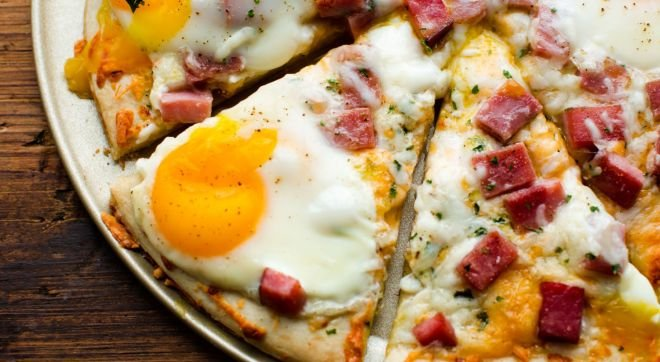 пица с шунка и яйца
