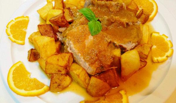 свинска рибица със сос от карамелизиран лук и сок от портокал