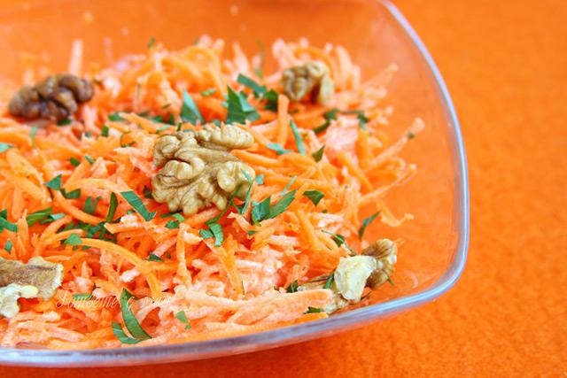 морковена салата с чесън