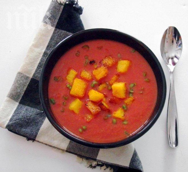 доматена крем супа с крутони