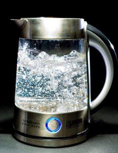 водата