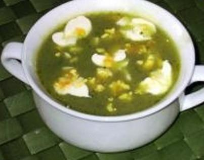 спаначена супа с яйца