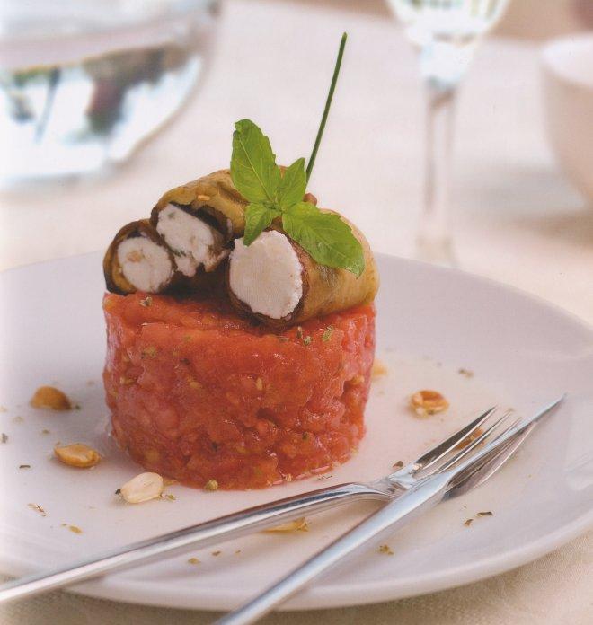 италианска салата с червени и сини домати