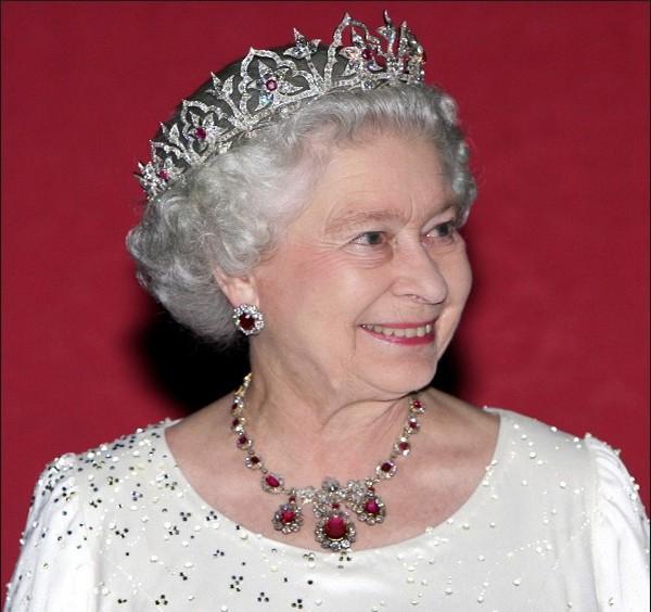 кралица Елизабет принц Хари