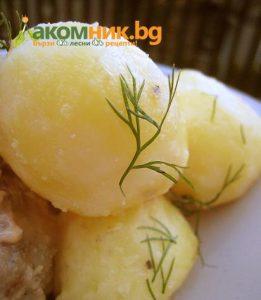 картофи със сос и кисели краставички