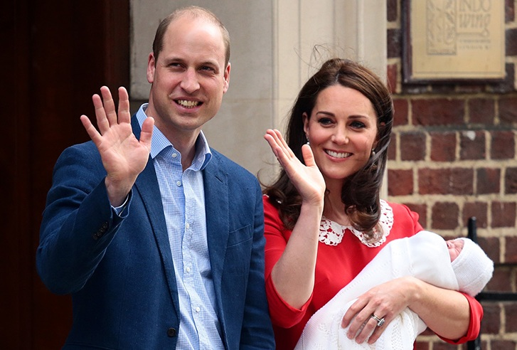 принц Уилям и херцогиня Кейт с току що родения принц Луи