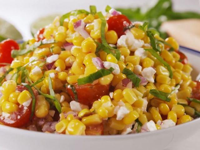 салата с царевица и фета сирене