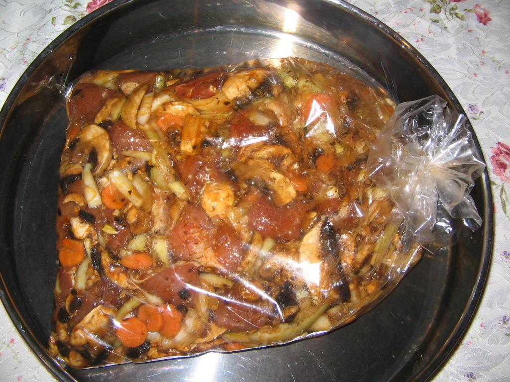свинско със зеленчуци печено в плик