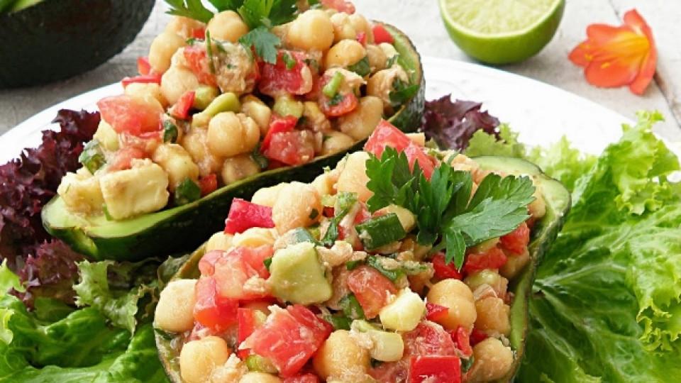 лесна салата с авокадо