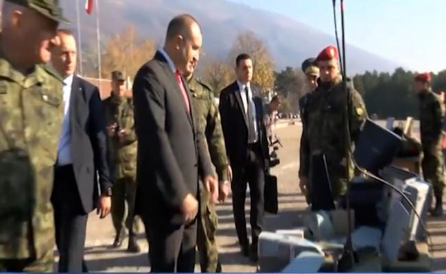 президентът Радев военните