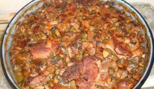 свински пържоли с гъби и кисели краставички