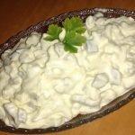 салата от яйца и кисели краставички