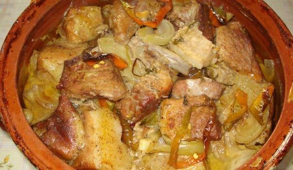 свински кебап в гювеч