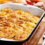 печени картофи със сос