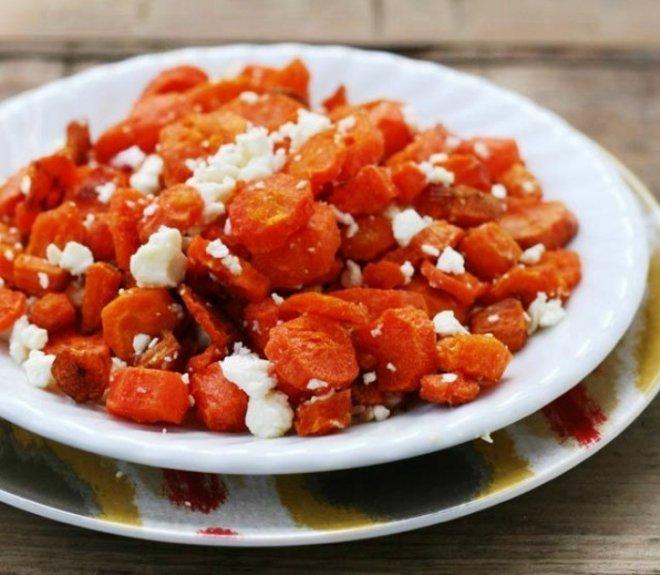 печени моркови със сирене