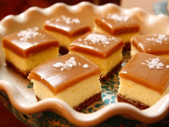 торта чийзкейк с карамел