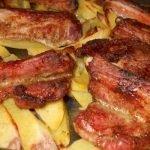 свински ребърца с картофи