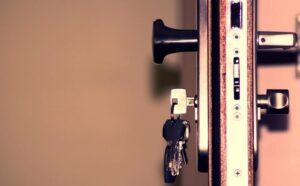 входна врата заключваща система